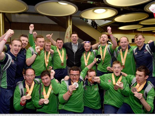 Niall Quinn with Team Irelands footballers